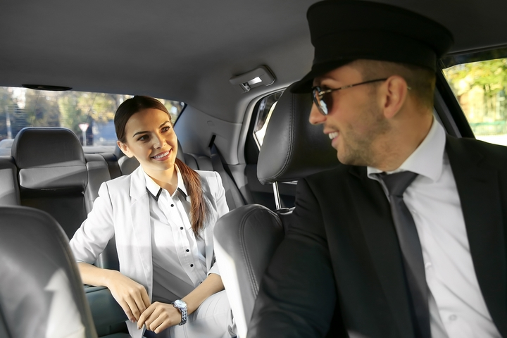 Communicate with your driver for car travel safety.