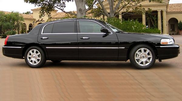 Lincoln Town Car Executive L Black